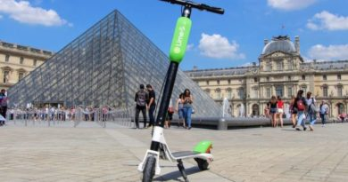 Trotinette libre-service Lime Louvre